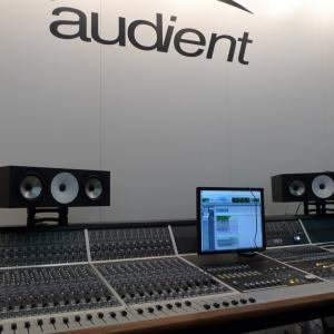 Консоль ASP 8024 Heritage Edition на стенде компании-производителя, Audient.